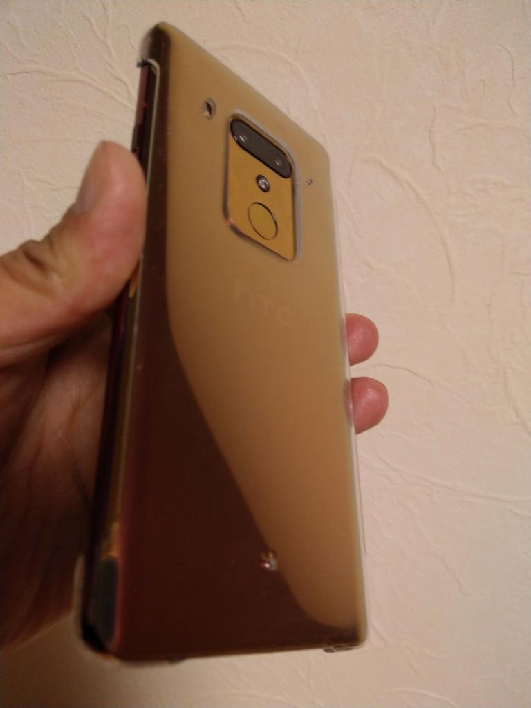 色の名称はレッドだが光の反射でピンクにもゴールドにも変わり神々しいU12plusちゃん